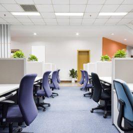 Co opłaca się bardziej – wynajem biura czy biurka?